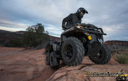 2015_Can-Am_Outlander_6X6_1000_XT_Action-8